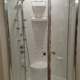 Corner Shower with jets